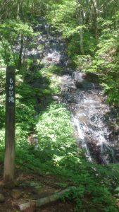 滝もあるのです。 マイナスイオン万歳!!